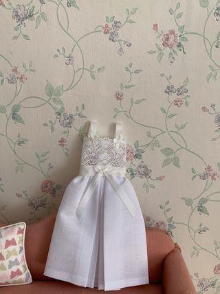 Casa de muñecas, camisón exponer dormitorio