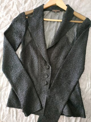 Blusa negra de Adolfo Domínguez