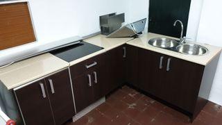 Muebles de cocina, vitrocerámica y extractor