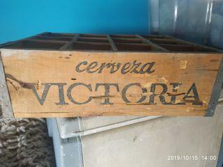 CAJA ANTIGUA DE CERVEZA VICTORIA