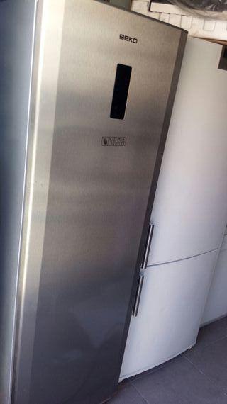 congeladot vertical metalizado mide 1.80 por 0.60