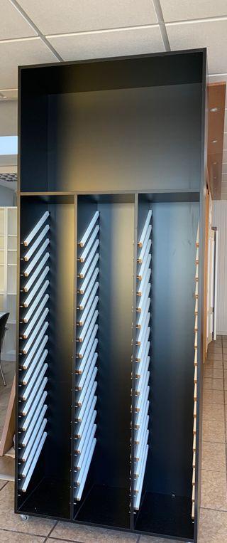 Mueble expositor para puertas de cocina