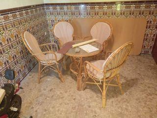 silla y mesa mimbre