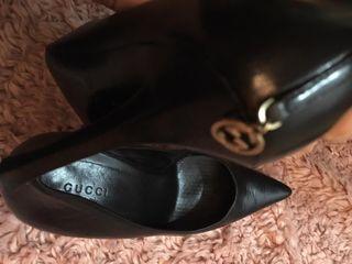 Zapatos Gucci negro son originales.
