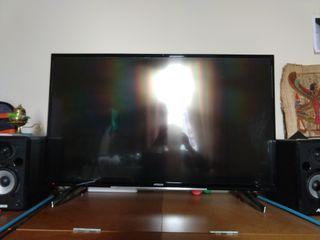 Hitachi TV 43' (4K) + box + controller + HDMI