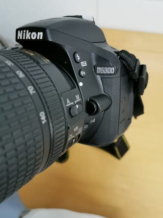 Cámara reflex Nikon D5300 + teleobjetivo