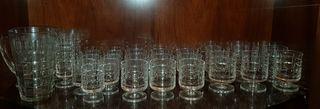 Juego de copas, vasos y jarra