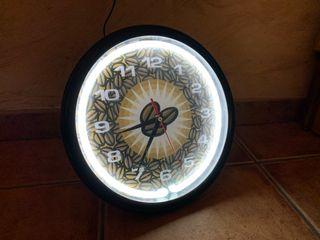 Reloj con luz neón