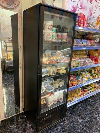 Vitrina frigorífica con una puerta