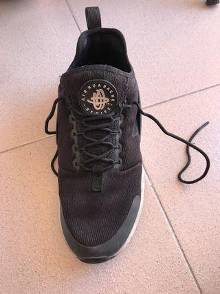 Zapatillas Nike Huarache negras y blancas