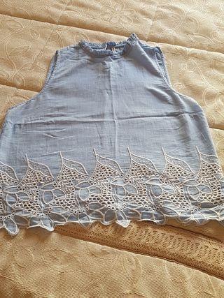 blusa celeste. talla L
