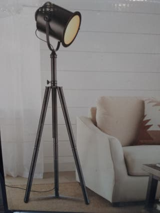 lámpara pie estilo industrial