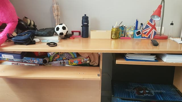 mesa escritorio con baul