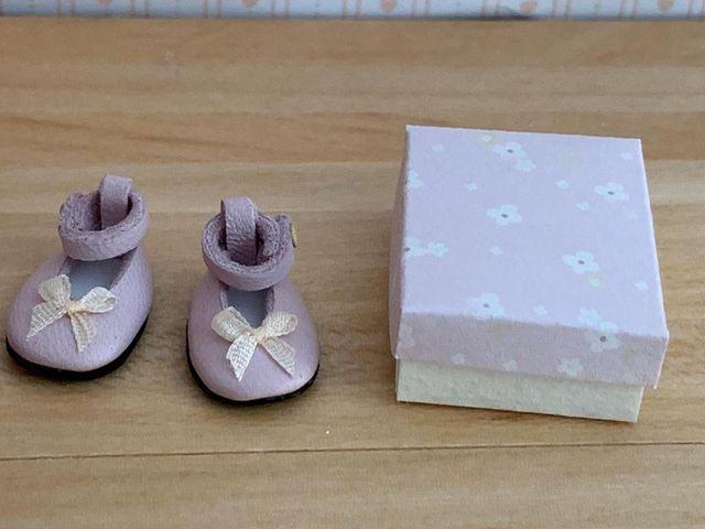 Casa de muñecas. Zapatos bebé decorar dormitorio