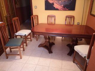 sillas y mesa extensible de comedor