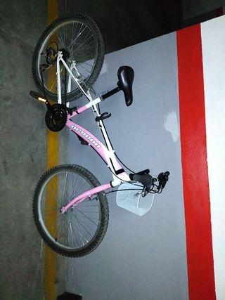 Bicicleta rosa y blanca 24 pulgadas