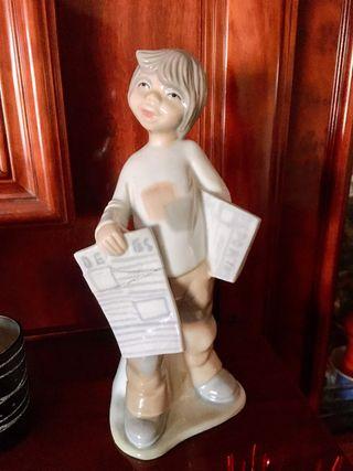 Figura porcelana niño