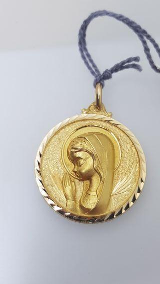 Medalla grande Virgen niña de oro de 18k