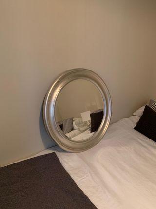 Espejo con marco en gris/ plata