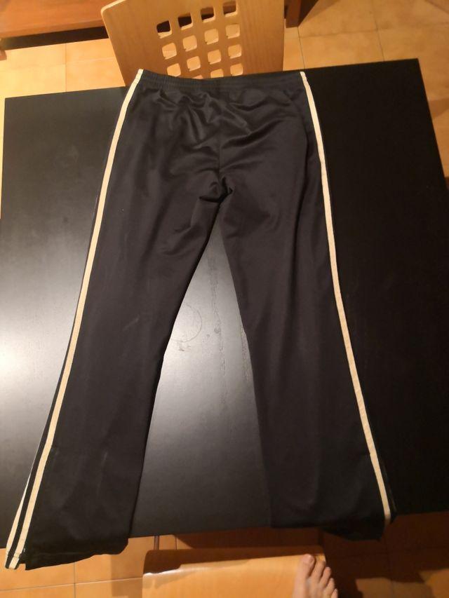 pantalon de chandal adidas negro y dorado