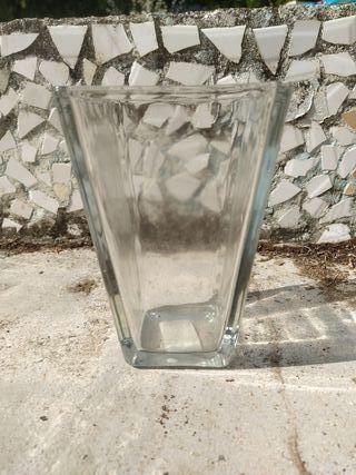 jarrón de cristal. nuevo