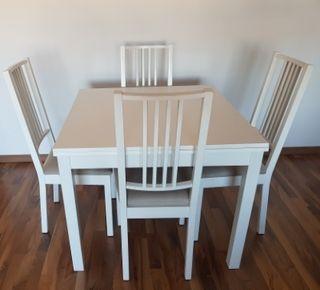 Mesa de comedor extensible y sillas Ikea