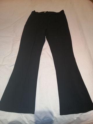 pantalón negro acampanado tallaje alto
