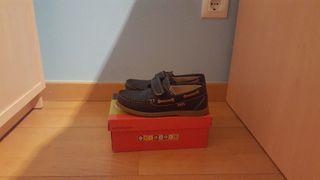 zapato mocasines para niño, talla de pie 34.