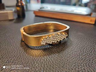 pulsera rígida de oro y diamantes