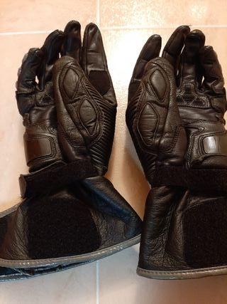 Se venden guantes de moto Dainese