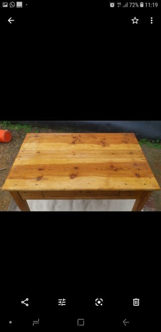 mesa antigua auxiliar