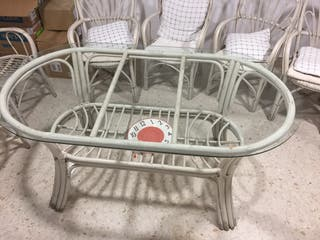 Vendo mesa de mimbre más sillas