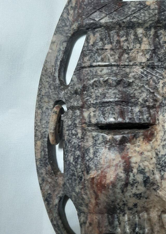 Espectacular Mascara en piedra Tallada a Mano.