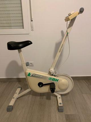 Bicicleta estática BH tempo fitness