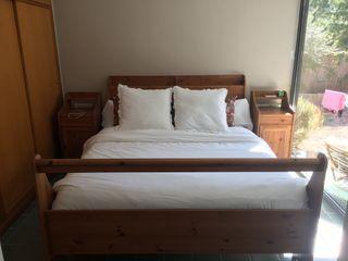 Estructura cama de matrimonio y mesitas