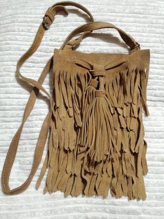 Bolso flecos de Zara