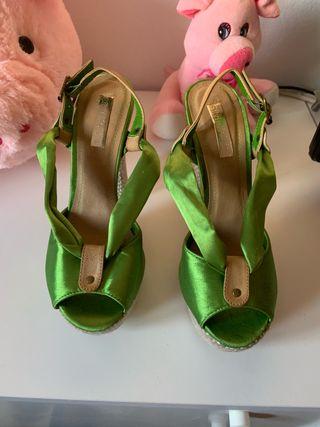 Sandalias verdes bonitas