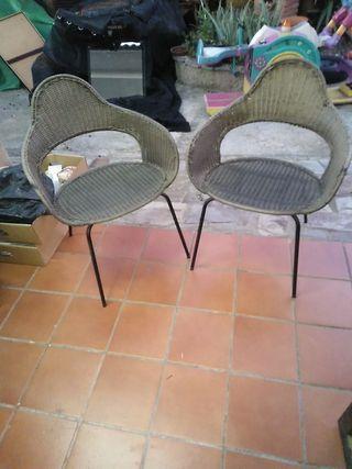 dos sillas hierro y ratán