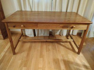 Escritorio o mesa de madera