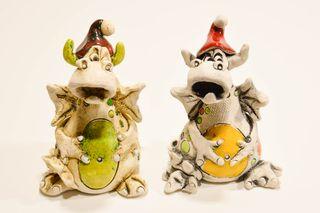 Figura de cerámica artesanal de dragón navideño