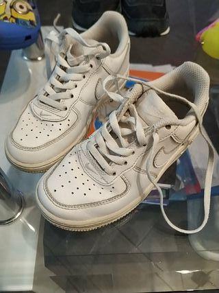 Nike blancas niño 28
