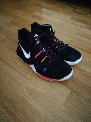 Zapatillas basket niño Nike Kyrie 5 Friens 38,5