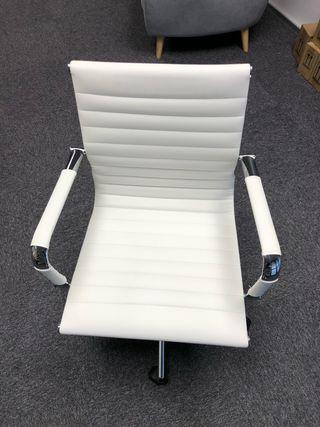 4 sillas de diseño nuevas