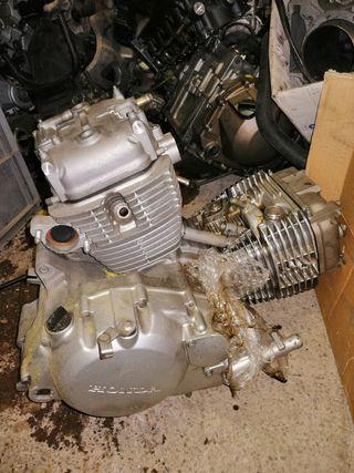 Restos motor Honda Varadero XL 125 V