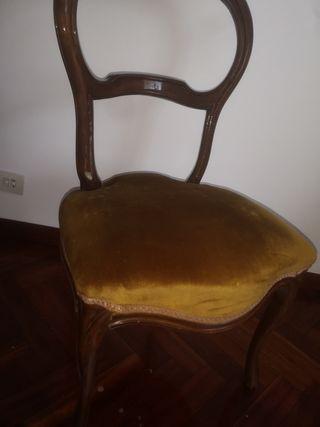 Silla de estilo. silla antigua. mueble
