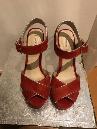 Sandalia ante roja
