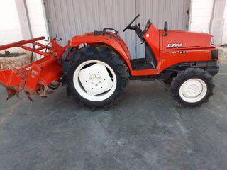 Tractor kubota saturno 4x4