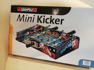 Futbolín de mesa mini.