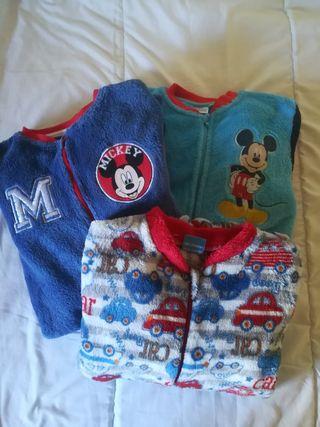 Tres pijamas polares