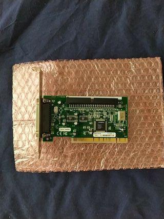 Controladora SCSI marca ADAPTEC